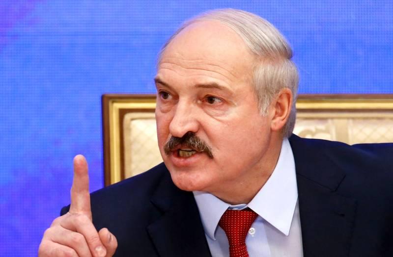 Лукашенко заступился за учительницу, после чего ее восстановили, а директора школы, уволили