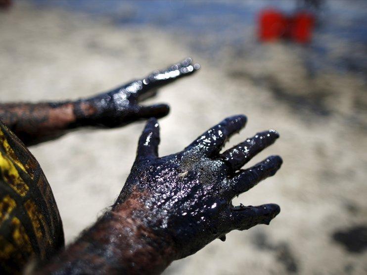 Нефть упала до годового минимума