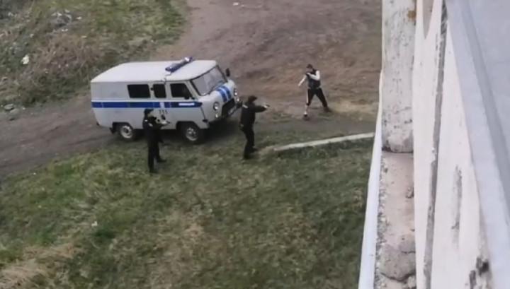 Новокузнецкий дебошир с заточкой вынудил полицейских открыть огонь