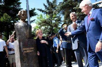 Убийцы ставят памятники убийцам в Косово