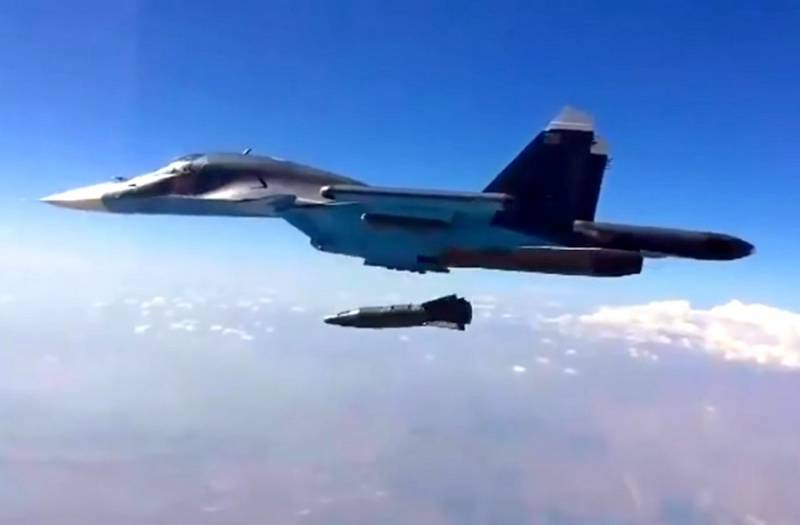 Су-34 ВКС РФ нанес удар бомбой КАБ-1500ЛГ по скоплению боевиков