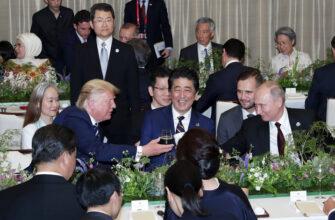 Абэ рассказал гостям историю про лифт и угостил чертом фри