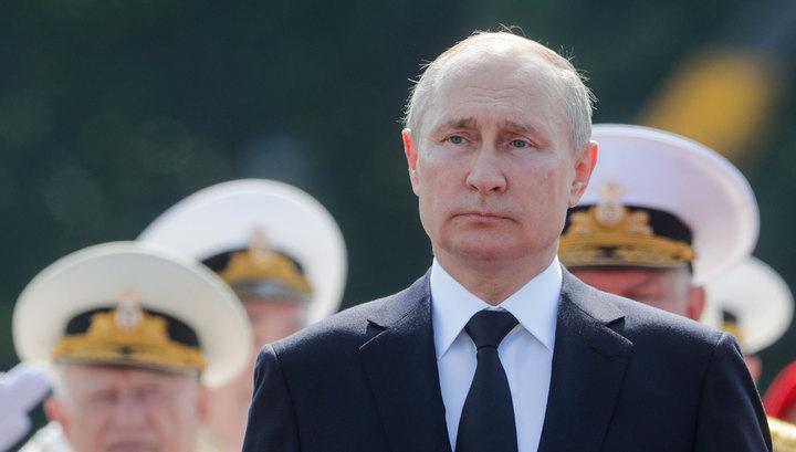 """Путин на """"Рапторе"""" приветствовал участников главного военно-морского парада"""