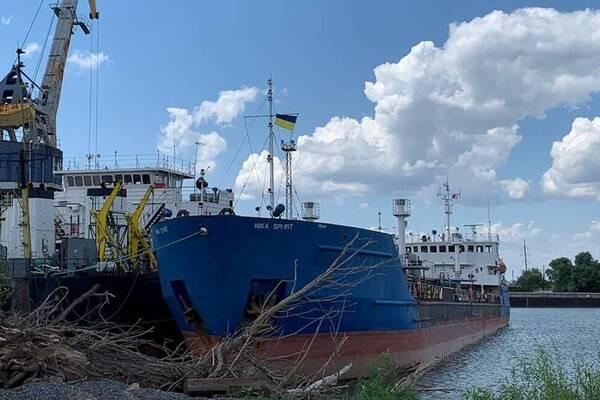 Моряков отпустили, танкер нет