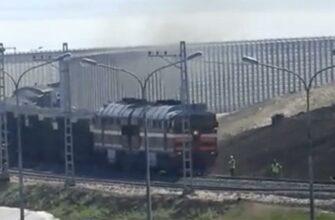 По Крымскому мосту прошел железнодорожный состав с 40 вагонами
