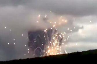 Тушением пожара на складе боеприпасов в Красноярском крае занимаются роботы