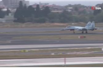 Российские истребитель Су-35 и самолет-амфибия Бе-200 в Стамбуле