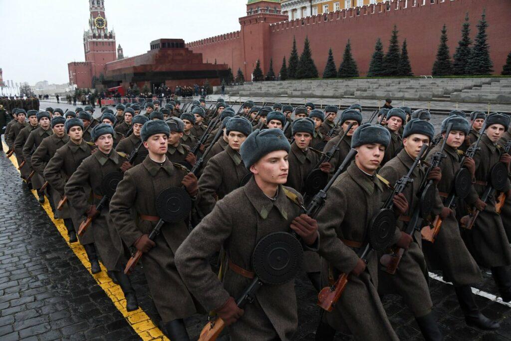 Парад посвященный 7 ноября 1941 и годовщина Октября