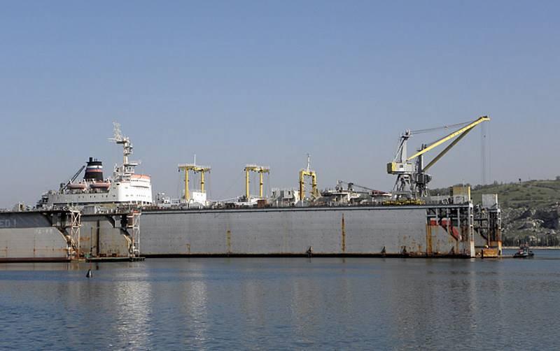 Севастопольский 13-й судоремонтный завод получил малый и средний плавдоки