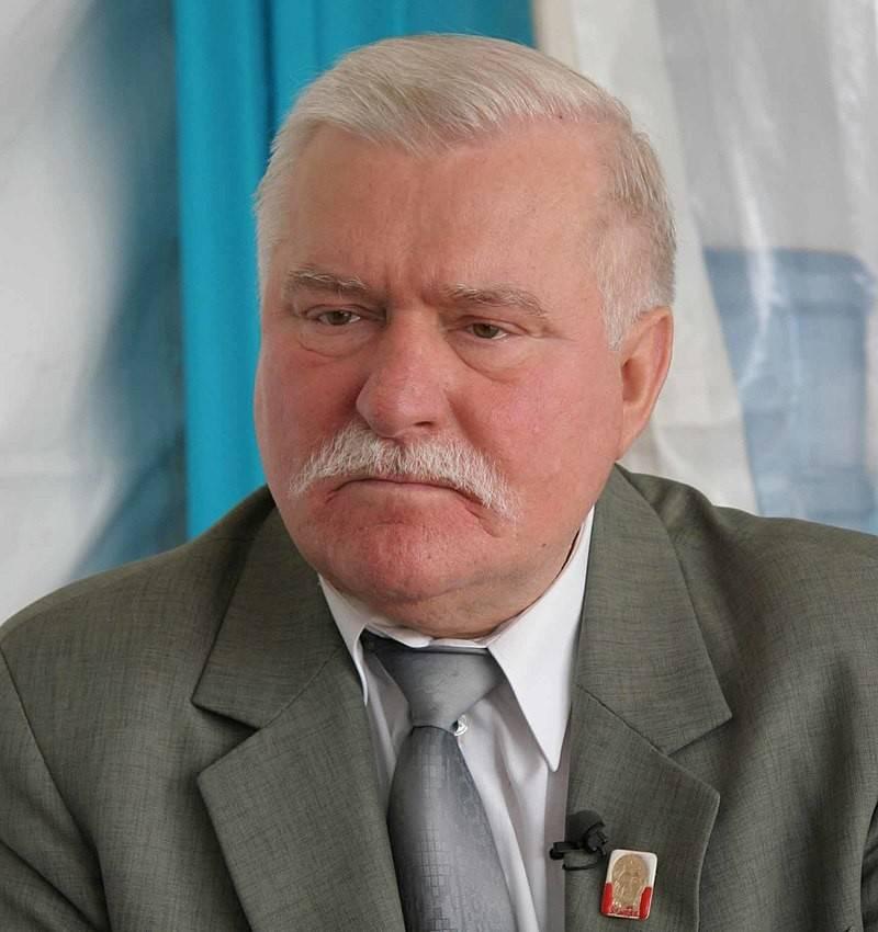 Лех Валенса посоветовал Польше встать на путь признания правды об освобождении Освенцима
