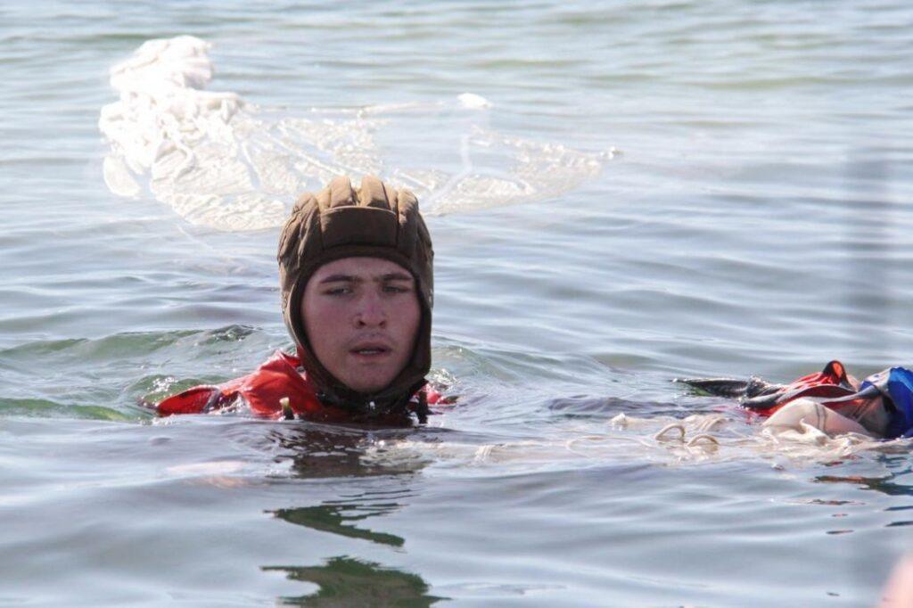 В России испытывают элементы парашютов для выживания при посадке на воду