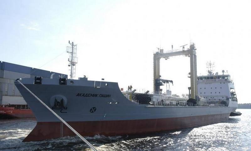 танкер «Академик Пашин»