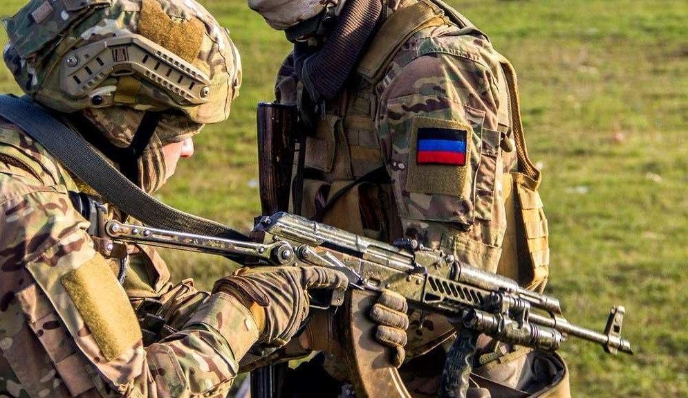 В Киеве предложили республикам Донбасса разоружиться к августу