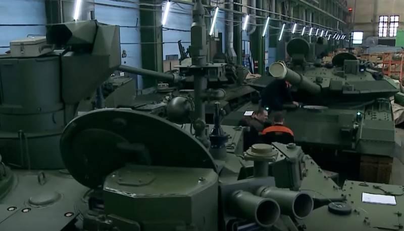 Партия серийных танков Т-90М «Прорыв» отправлена в Москву для участия в параде