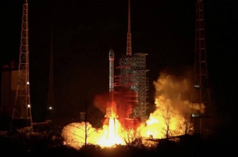 Китайская ракета-носитель Чанчжэн-3B потерпела аварию после старта (видео)