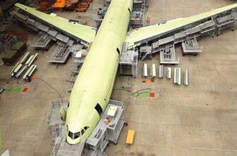 Первый Ил-96-400М получил крылья: кадры из цеха окончательной сборки
