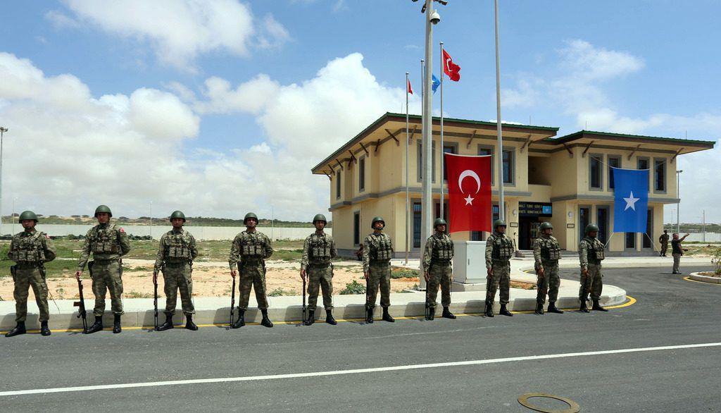 Террорист-смертник пробрался на турецкую военную базу в Сомали