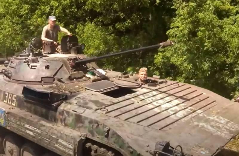 Войска НМ ДНР подбили БМП-2 украинских силовиков