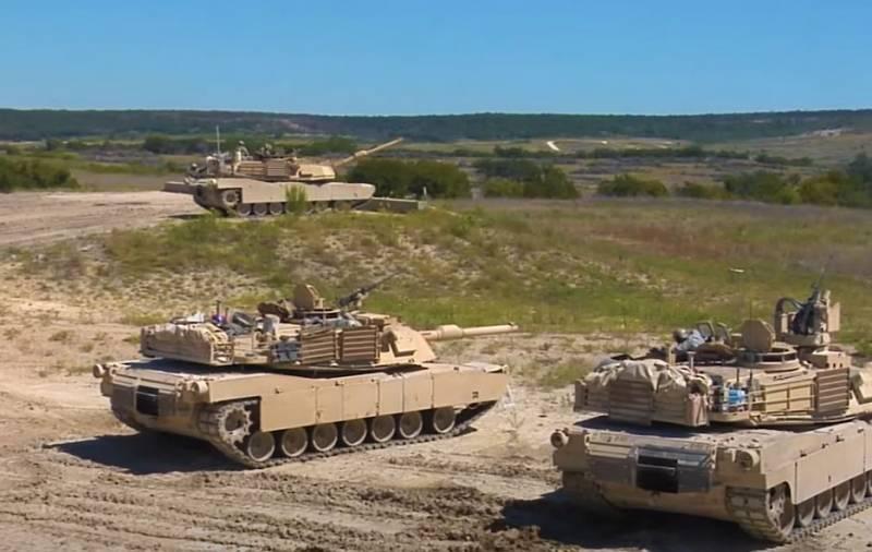 На военных учениях в США один танк выстрелил по другому