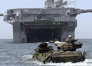 В США на учениях затонула десантная машина, есть погибшие