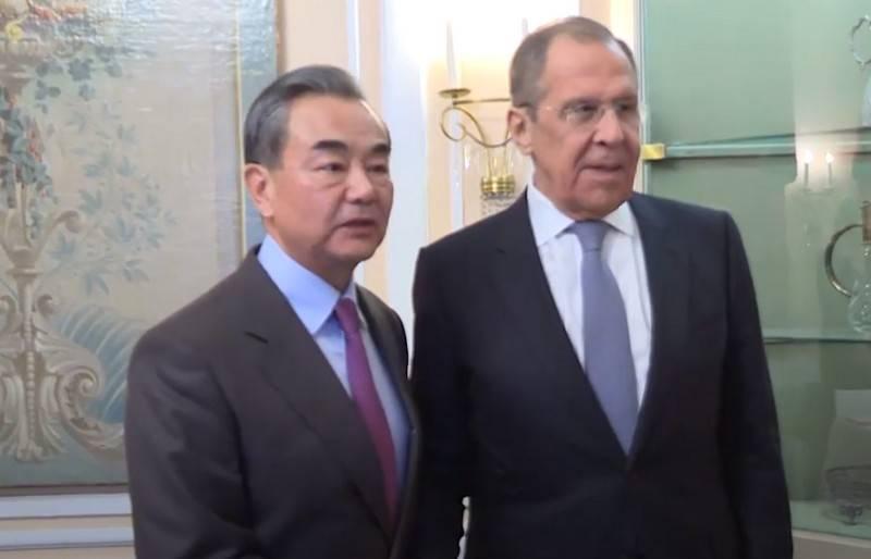 «Они лишились разума, нравственности и доверия»: Глава МИД Китая раскритиковал США
