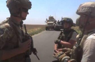 «На каком основании здесь находитесь вы?»: российские военные заблокировали бронемашины США в Сирии