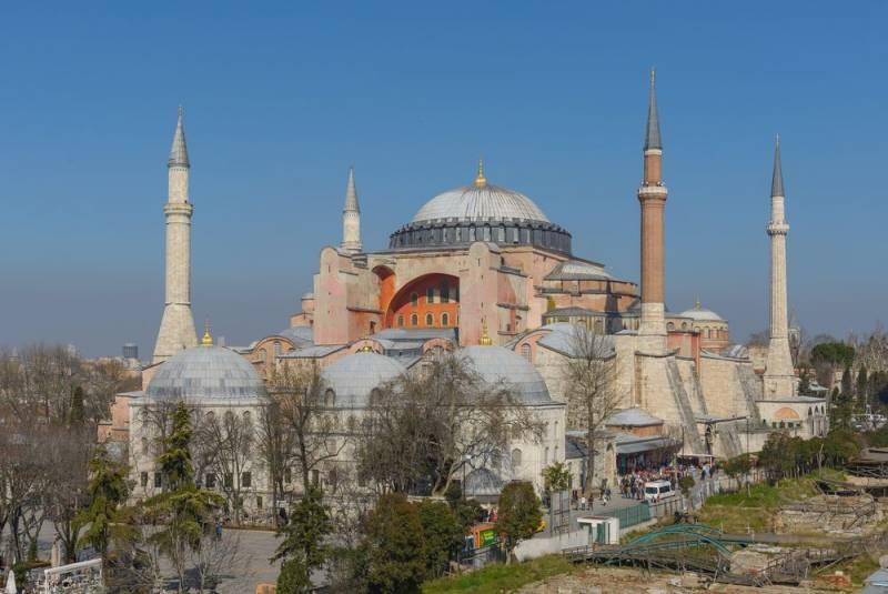 «Движемся к шариату»: как обычные турки отреагировали на превращение Святой Софии в мечеть