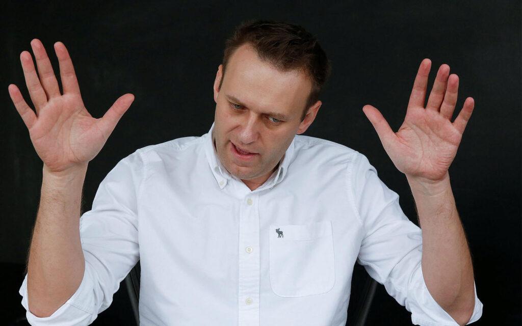 Навальный впал в кому. Он мог отравиться деревенским самогоном