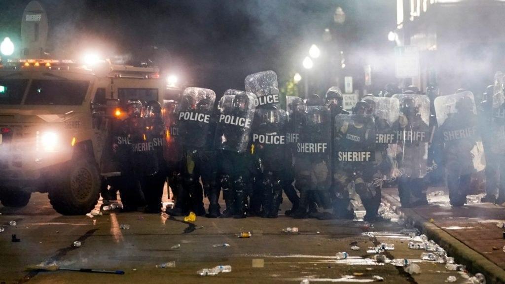 Новые беспорядки в США из-за расстрела еще одного черного