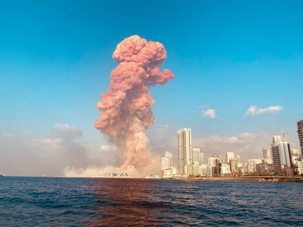В Бейруте произошёл мощнейший взрыв