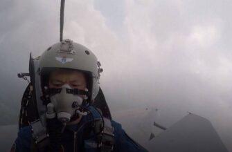 Показано, как китайский лётчик увёл падающий самолёт от жилого массива