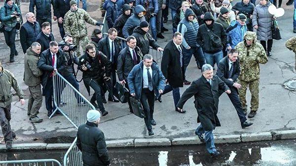 Порошенко обвинил радикалов в попытке срыва выборов